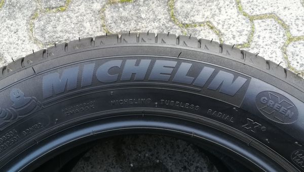für SMART, ein Satz Michelin Sommer Reifen, 2x 185/60R15 u. 2x 165/65R15 - Bad Vilbel - 185/60 R15 Michelin, 2500 km, Profil 8 mm, ohne Felgen, für z.B. Smart. Sommerreifen (kompletter Satz), ohne FelgenMICHELIN ENERGY SAVER für z. B. Smart Typ 453 (ab Baujahr 2014 bis heute)2 Stück 185/60R15 84T (Hinterachse)2 Stück 165/65R - Bad Vilbel