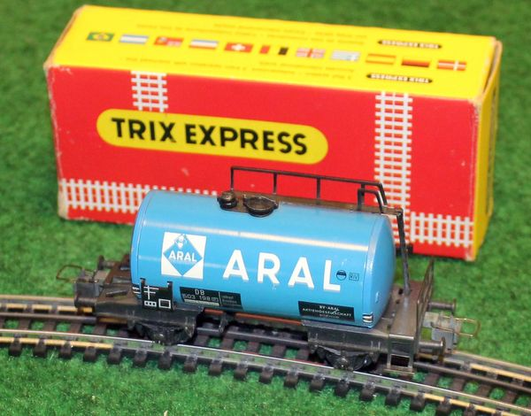 Originalverpackter TRIX EXPRESS ARAL Tankwaggon
