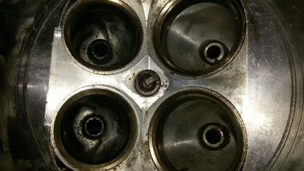 Zylinderkopf Ducati 851 liegend und