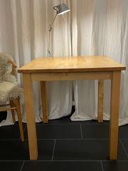 Tisch Norden