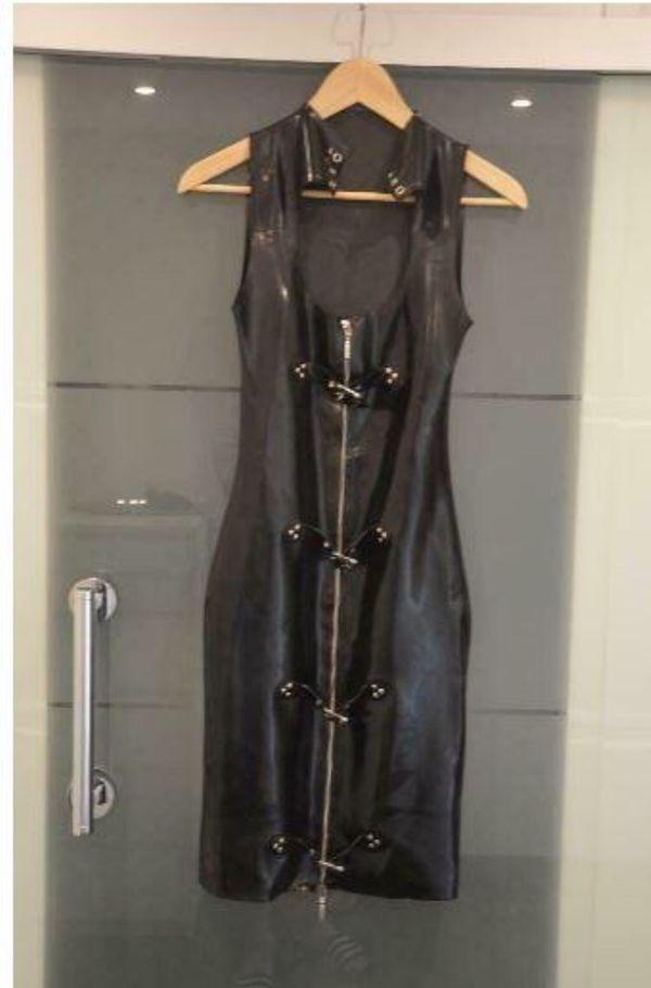 Schwarzes Latexkleid zu verkaufen