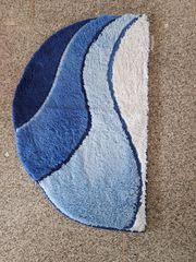 Neuer Badeteppich in Blau