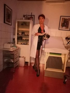 Bild 4 - Domina Herrin Klinikerin Lady Britt - Sankt Valentin