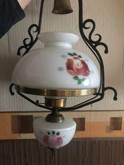 Ältere Art Petroleumlampe elektrifiziert Deckenlampe