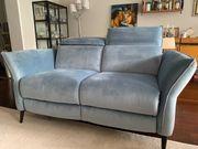 UNGEBRAUCHTES blaues Zweisitzer-Sofa Lita von