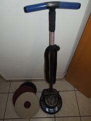 Fußbodenpflegemaschine