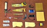 Werkzeug Säge Tacker Silikonspritze Schutzbrille