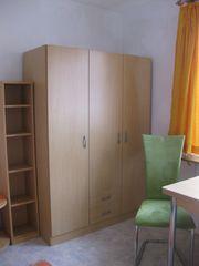 Möbliertes Zimmer mit Werkstatt u