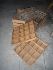 verschiedene Holzkisten teilweise mit Unterteilung