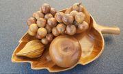 Früchte und Fruchtachale aus Holz