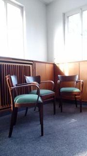 Traumhafte antik-alte Holzstühle