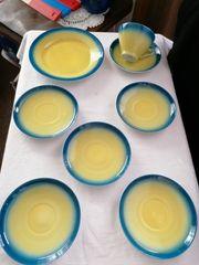 Schönes Porzellan in blau-gelb
