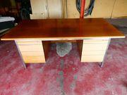 Massiver Schreibtisch