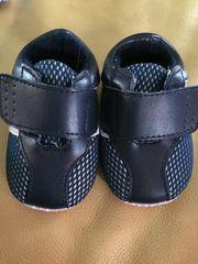 Baby-Schuhe zu verkaufen