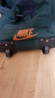 Nike Reisetasche mit Rollen