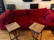 Große rote Wohnzimmercouch