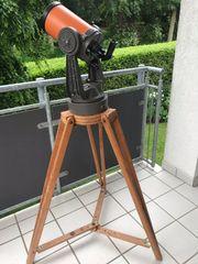 Teleskop Celestron 5 auf Holzstativ