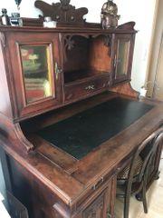 Antiker Schreibtisch sucht neues Zuhause