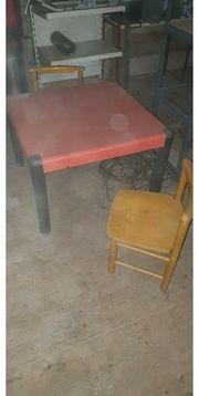 Kindertisch mit 3 Stühlen