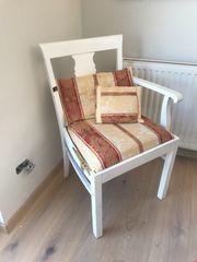 Alter antiker Stuhl Weiß
