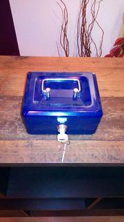 Blaue kleine Geldkassette