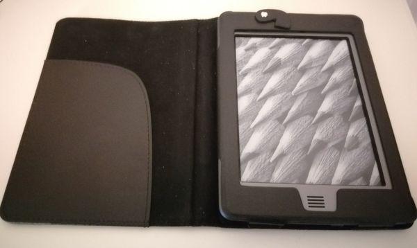 Amazon Kindle Touch , 4 GB, mit Schutzhülle, DO1200, Ladekabel und Netzteil