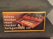 Backgammon und Schach im Holz