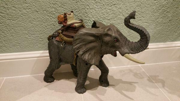 Spielzeug Elefant mit Ton