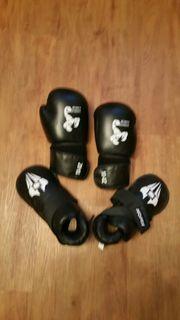 Boxhandschuhe mit Fußschutz
