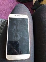 Mein Samsung J7 mit Ladegerät