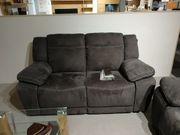 Couch 2 Sitzer neu steht