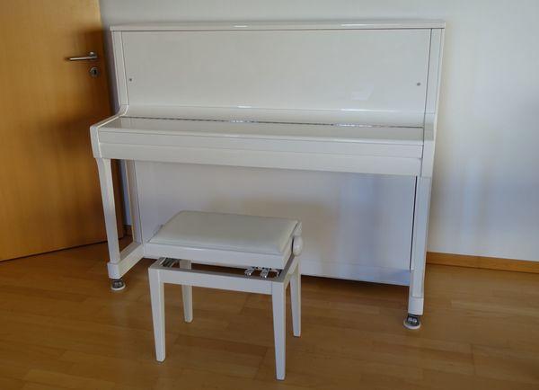 Klavier Kawai K-300 weiß Hochglanz Bank
