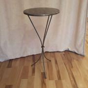 Kleiner Deko-Tisch