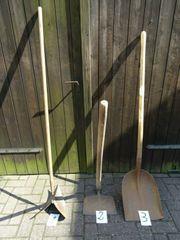 Alte und neue Gartengeräte Arbeitsgeräte