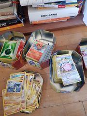 großer Stapel Pokemonkarten
