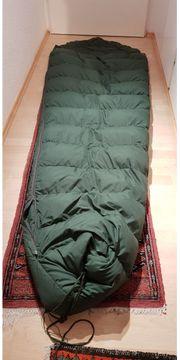 2 extreme Daunen Schlafsäcke von