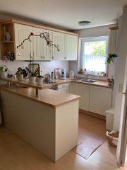 Gepflegte Küche in U-Form mit