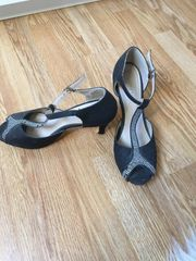 getragene schwarze High Heels