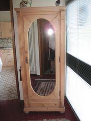 Naturholz-Schrank mit Spiegeltür