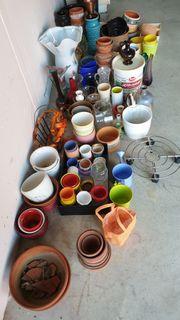 Blumentöpfe und Vasen aus Haushaltsauflösung