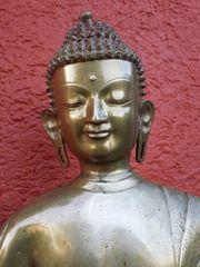 Thailändischer stehender Buddha