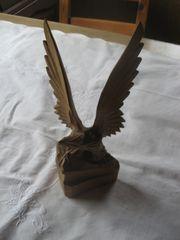 Adler geschnitzte Figur aus Holz