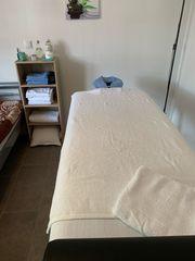 ER bietet Massagen für IHN