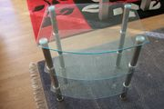 Glastisch mit 3 Ablagen Größe
