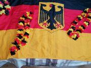 Deutschlandfahne und 3 Blütenketten schwarz