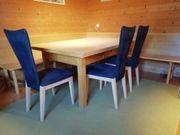 Tisch mit Eckbank und 3