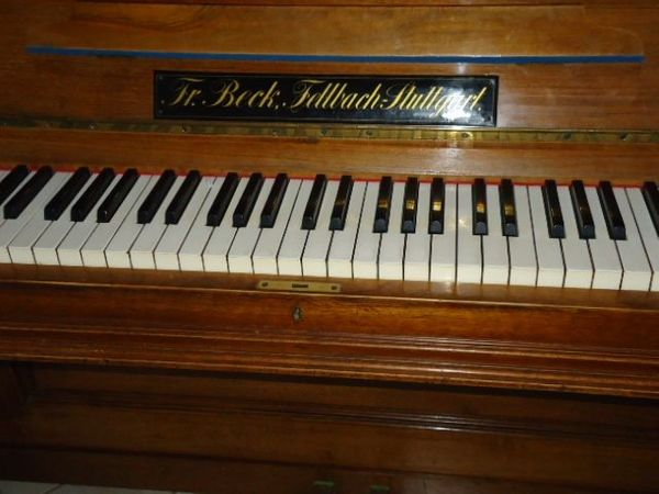 Schönes Beck-Klavier zu verkaufen in SP