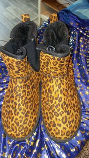 Neu - Trendige Mini Boots - perfekt
