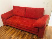rote ausziehbare Couch