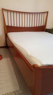Bett mit elektrisch steuerbarem Lattenrost